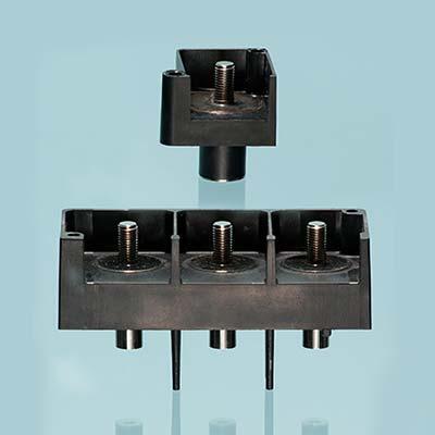 Surmoulage de bornes par injection de thermoplastique PEI/Ultem
